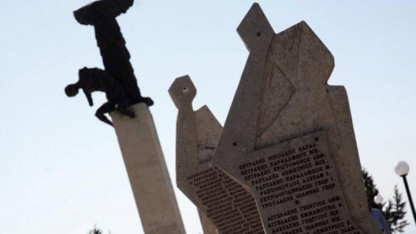 Γερμανοί τουρίστες προσπάθησαν να ουρήσουν στο μνημείο του Ολοκαυτώματος της Βιάννου