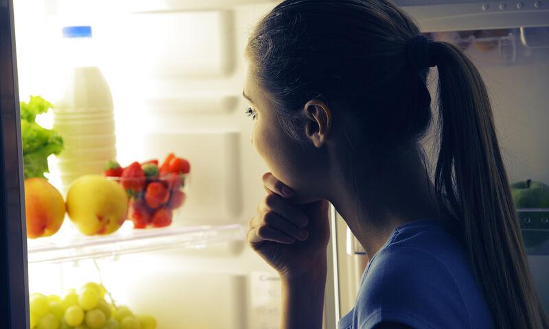 Πώς θα «βάλετε φρένο» στις βραδινές λιγούρες (video)