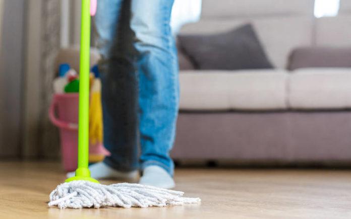 Τρία αντικείμενα που πρέπει να αποφεύγετε να καθαρίζετε με ξίδι
