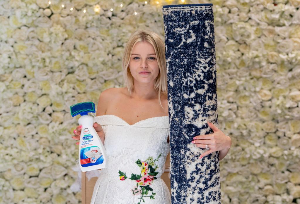 Αποτέλεσμα εικόνας για 26-YO Single Mother Gets Married To Her Favourite Rug