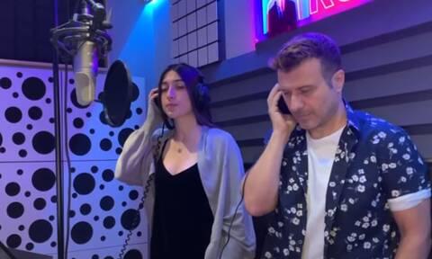 Γιάννης Πλούταρχος: Έχεις ακούσει την κόρη του να τραγουδάει; Θα μαγευτείς